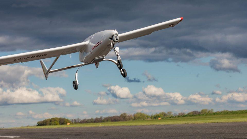 Bezpilotní letadlo ve vzduchu
