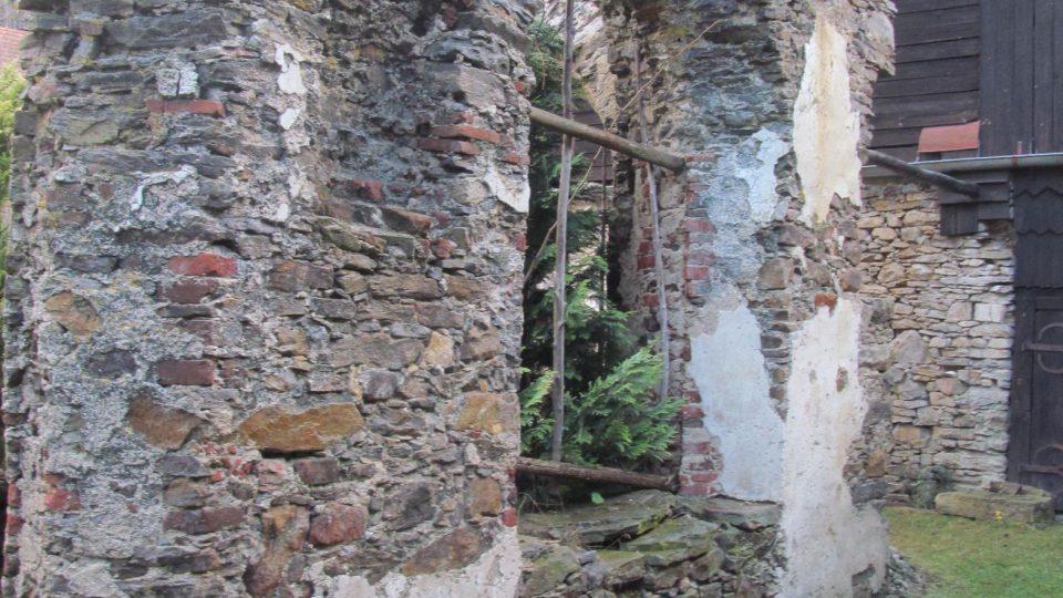 Gotická okna i potrály si zahrály filmu Údolí včel také