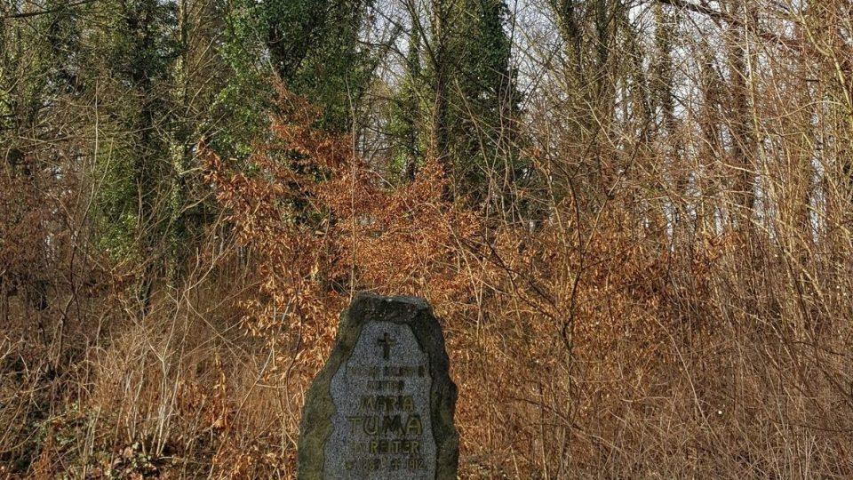Náhrobek Marie Tůmové, jediný dosud nalezený neporušený