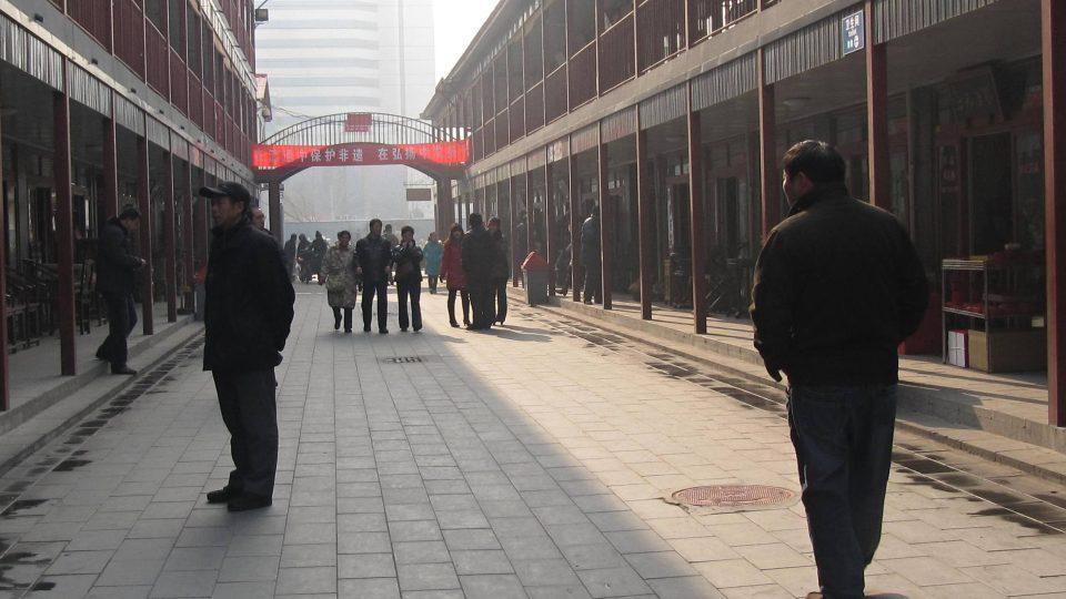 Trh Panjiayuan - největší antik v Pekingu