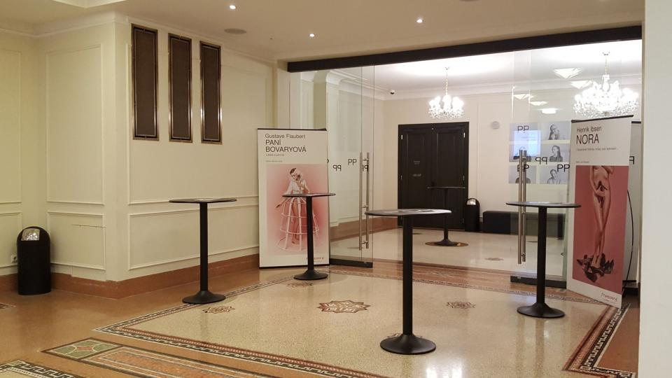Foyer libeňského divadla