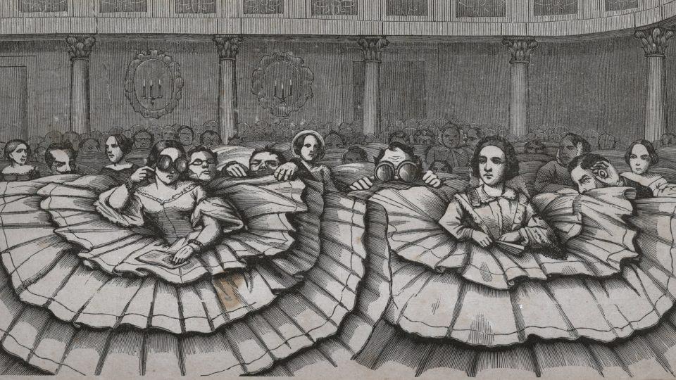 """Karikatura znázorňující dřevoryt z časopisu """"Der Bazar"""" s názvem """"Krinolína v divadle"""" z roku 1857"""