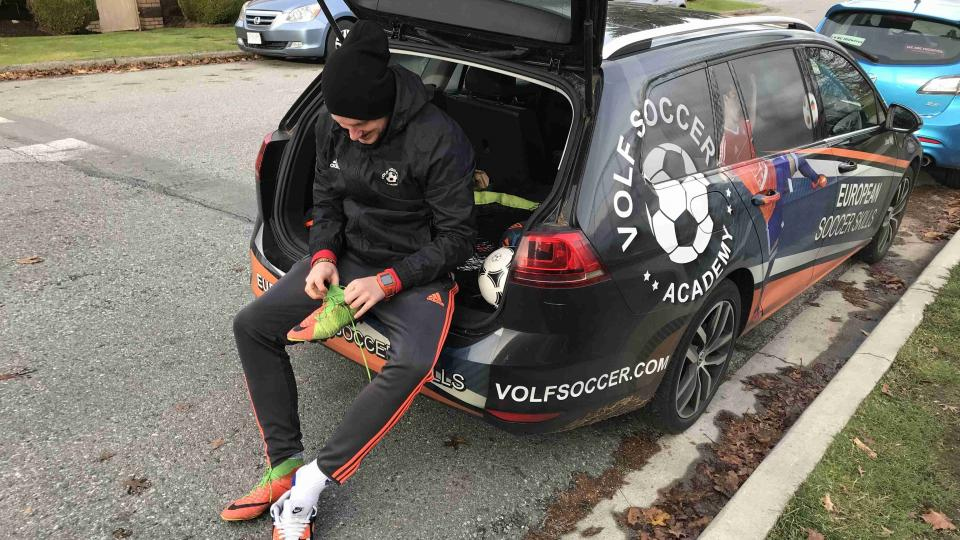Libor Volf se připravuje na individuální trénink jednoho ze svých svěřenců