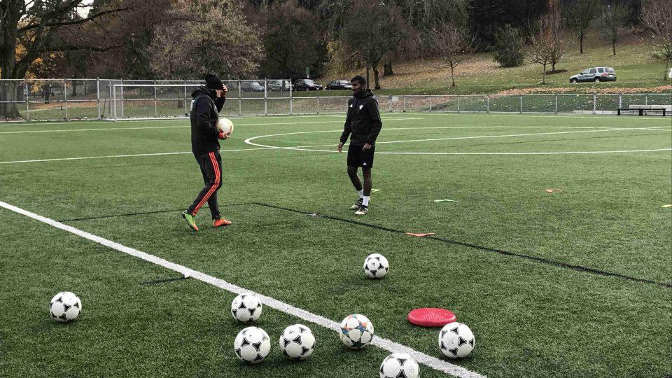 Základem práce Libora Volfa jsou intenzivní, na práci s míčem a hbitost zaměřené tréninky pro malé skupiny fotbalistů