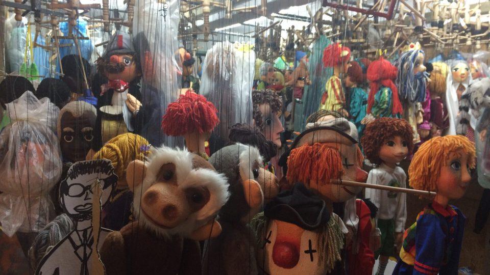 Marionet jsou stovky