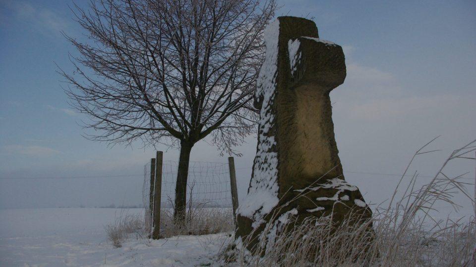 Smírčí kříž byl vztyčen na místě, kde se říkalo U spravedlnosti a stávala tam šibenice