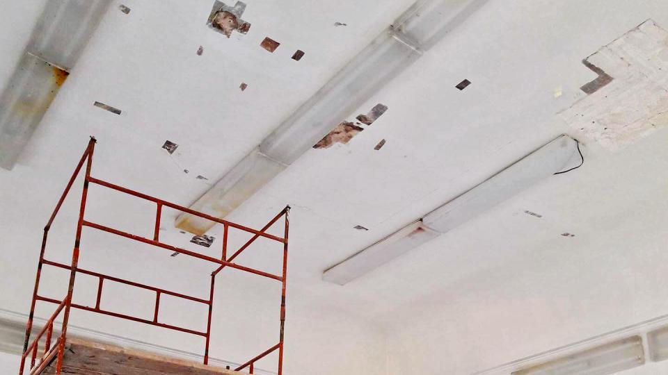 Vzácná freska pokrývá celý strop v místnosti velké 4x6 metrů