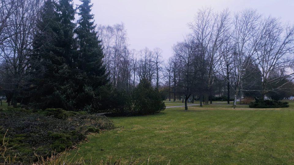 Zde býval židovský hřbitov. Dnes jsou to Sady Milady Horákové