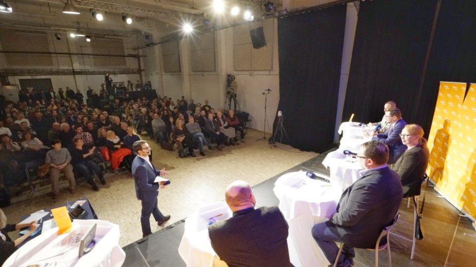 Debata se odehrávala v prostorách DEPA2015