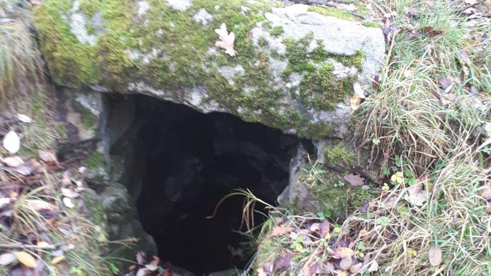 studánka po cestě na Makovou, ze které nosil vodu na vrchol oslí vodovod