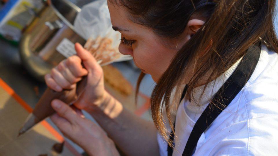 Helena Fléglová, jedna z cukrářek týmu, šéfcukrářka cafe Dallucci