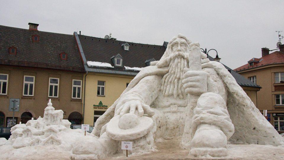 Hromada sněhu se na sochu většinou mění v lednu