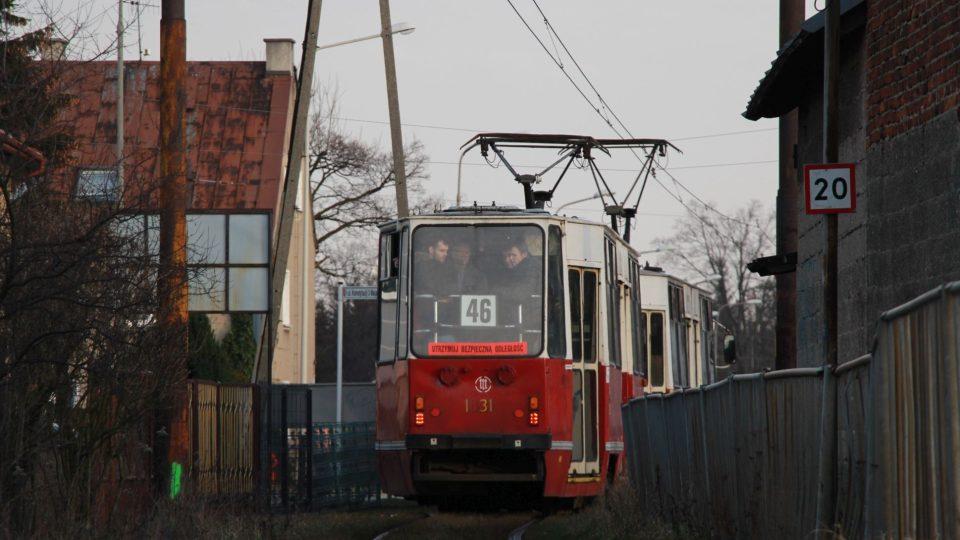 Třicet kilometrů tramvajové trati mezi Lodží a Ozorkówem je v havarijní trati. Linka musela skončit