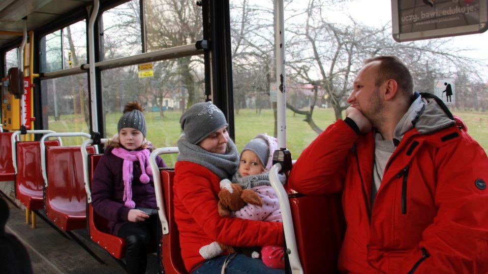 Na poslední jízdu tramvají se vydaly celé rodiny