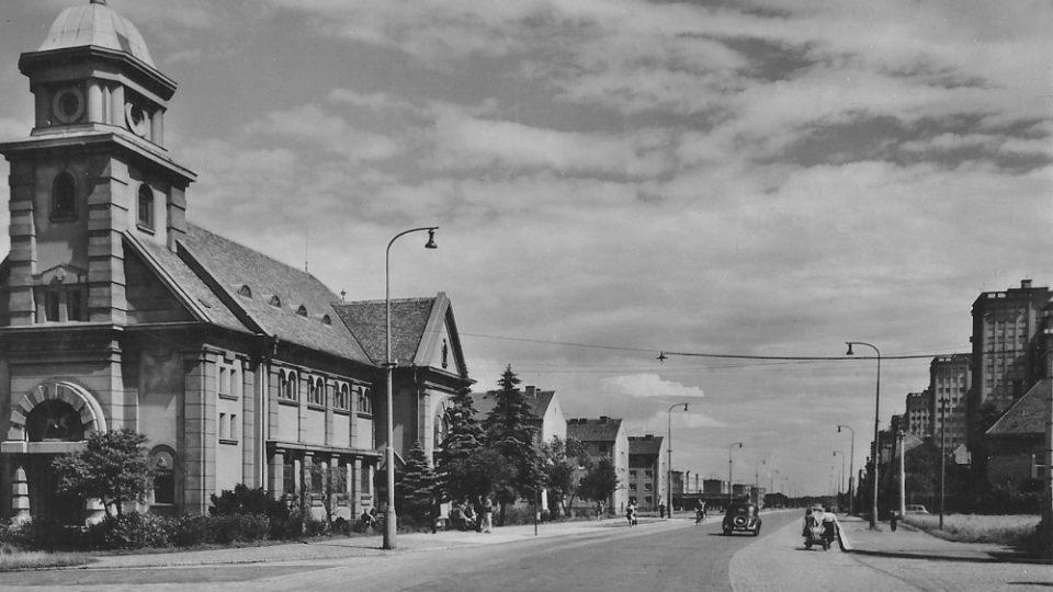Šestice věžových domů v kladenském Rozdělově vyrostla v 50. letech