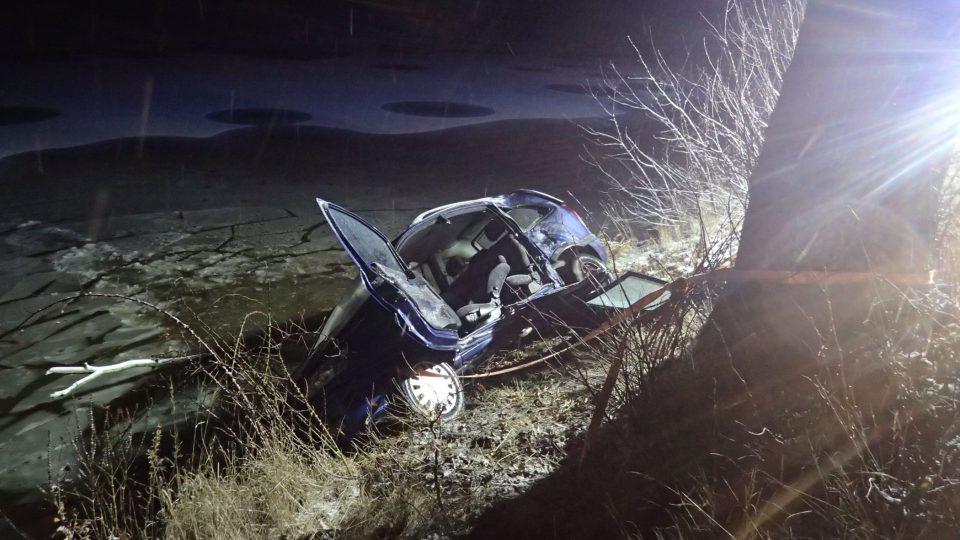 Nehoda u Líšna na Benešovsku, kde Dan Vepřek zachránil život řidiči