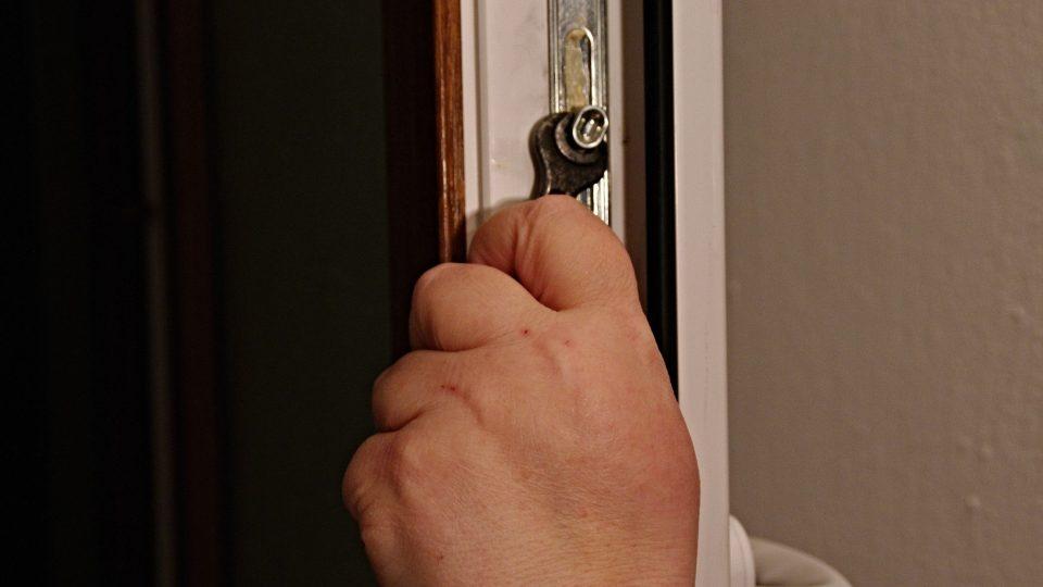 Pootočení zavíracího mechanismu nastaví správný přítlak oken