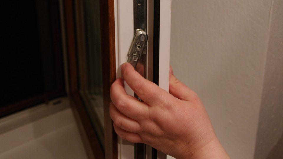 Zvedací mechanismus je pojistkou proti nesprávnému používání oken