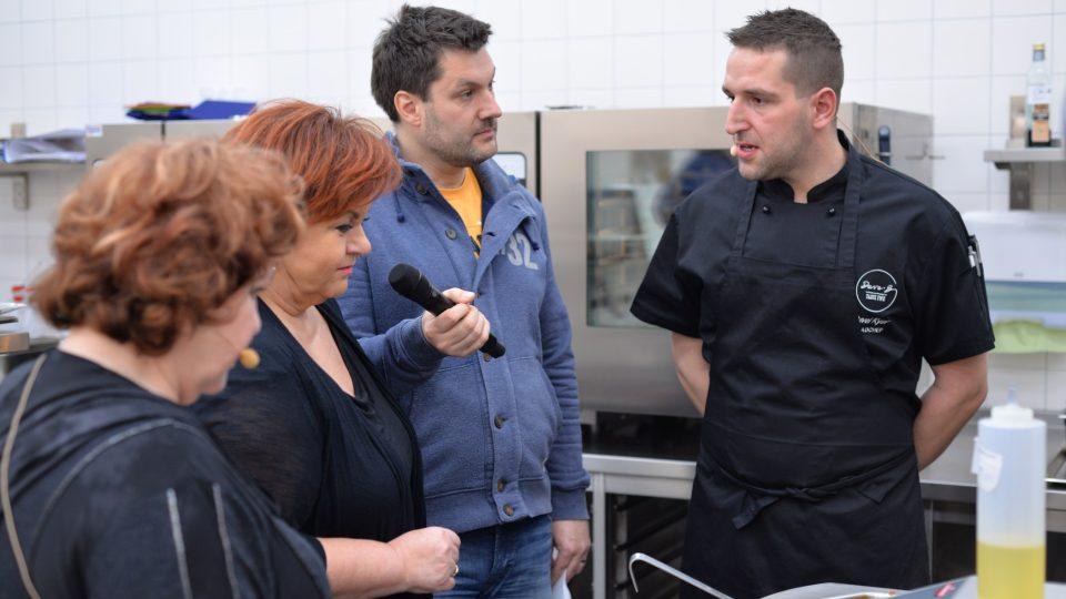 Hanka Křížková přišla sledovat i dění v kuchyni