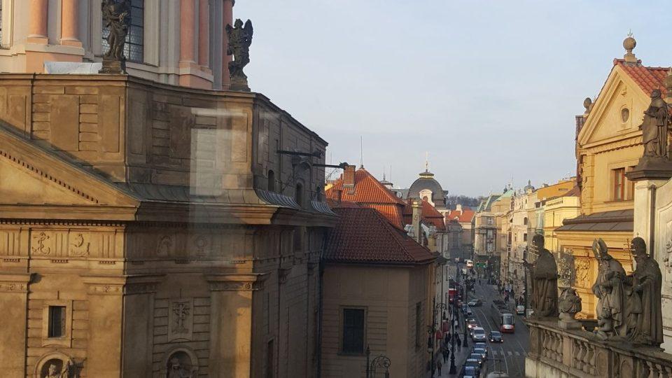 Pohled z paláce ke kostelu sv. Františka s Assisi a kostelu Nejsvětějšího Salvátora