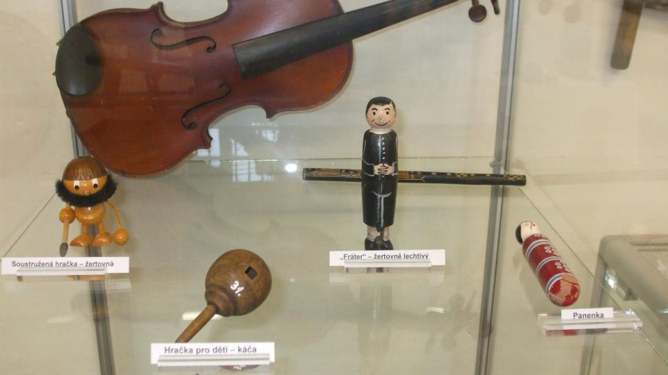 Hračky a housle
