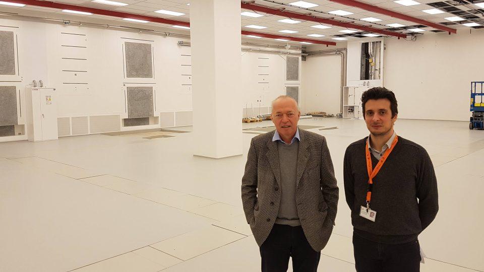 Jan Řídký a Daniele Margarone v prostorách výzkumného centra