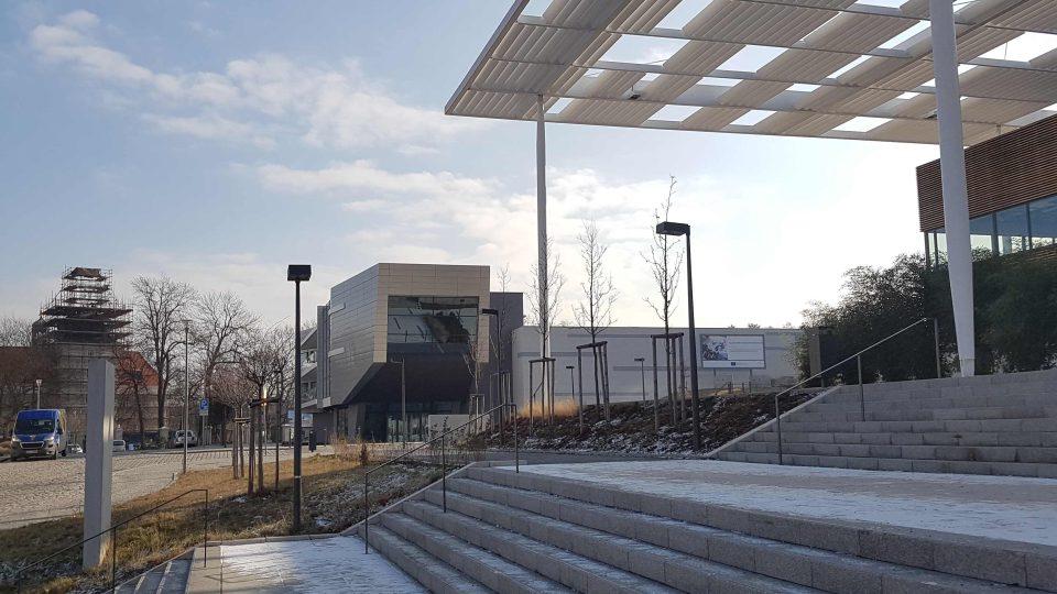 Budova výzkumného centra Eli Beamlines v Dolních Břežanech