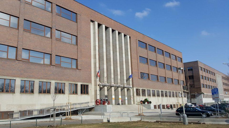 Budovám Národního zemědělského a technického muzea na Letné se přezdívá Dvojčata