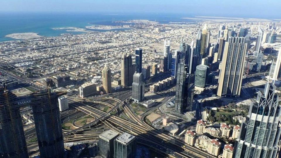 Pohled z vyhlídkového 148. patra mrakodrapu Burdž Chalífa