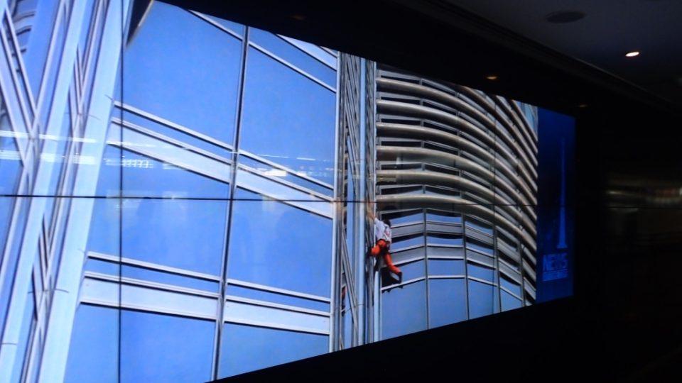 Mytí oken na mrakodrapu Burdž Chalífa zabere tři měsíce. A může se začít nanovo