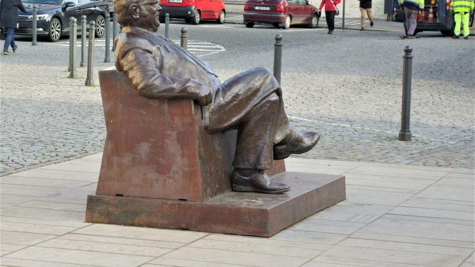 Josef Škvorecký má přehled o tom, co se na Masarykově náměstí děje