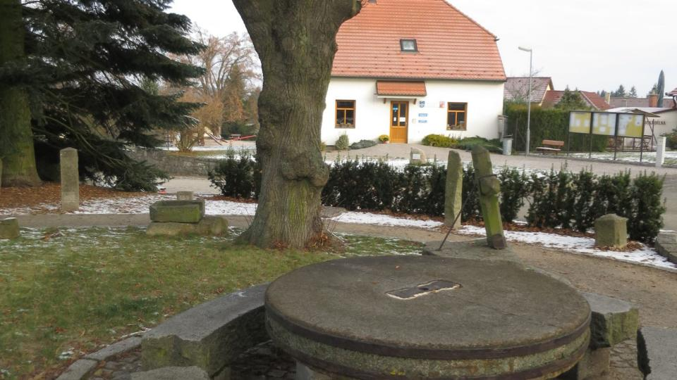 Skanzen - stůl z mlýnského kola