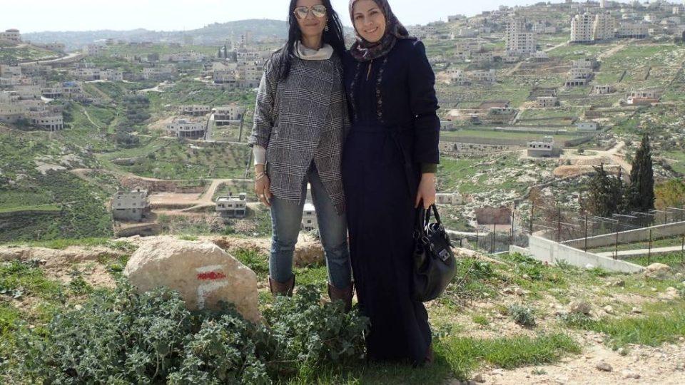 Ghajda Rahílová, členka iniciativy Abrahámovy stezky, s přítelkyní Amírou