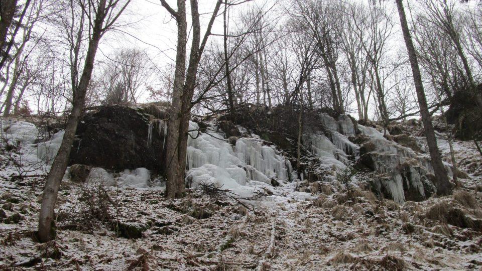 Největší ledopády Krušných hor jsou ukryté uprostřed lesů