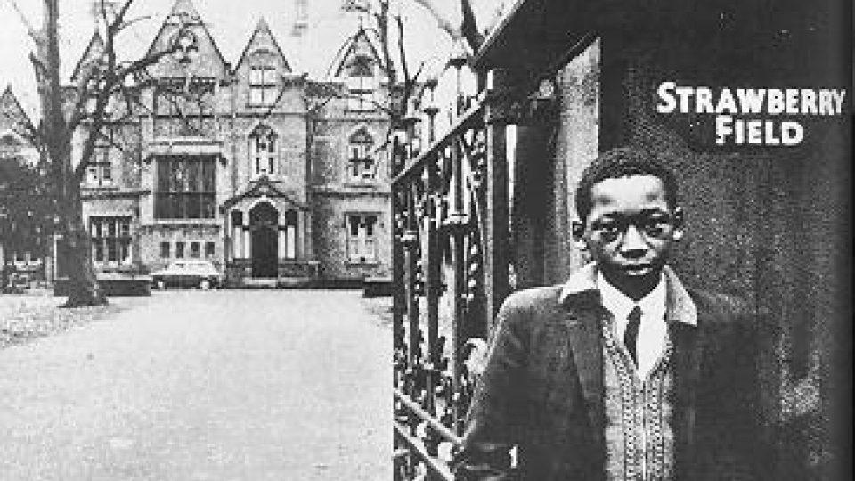 Archivní fotografie pořízená přibližně v době, kdy do Strawberry Field chodil hledat útočiště John Lennon