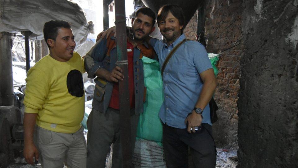 Štěpán Macháček při natáčení reportáže v jedné z popelářských čtvrtí Káhiry