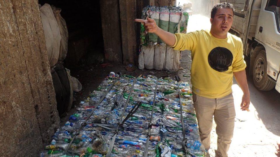 Recyklace plastů se stala pro chudé Káhiřany zajímavým zdrojem příjmů