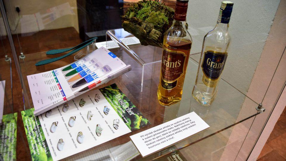 I při výrobě whisky se používá rašelina