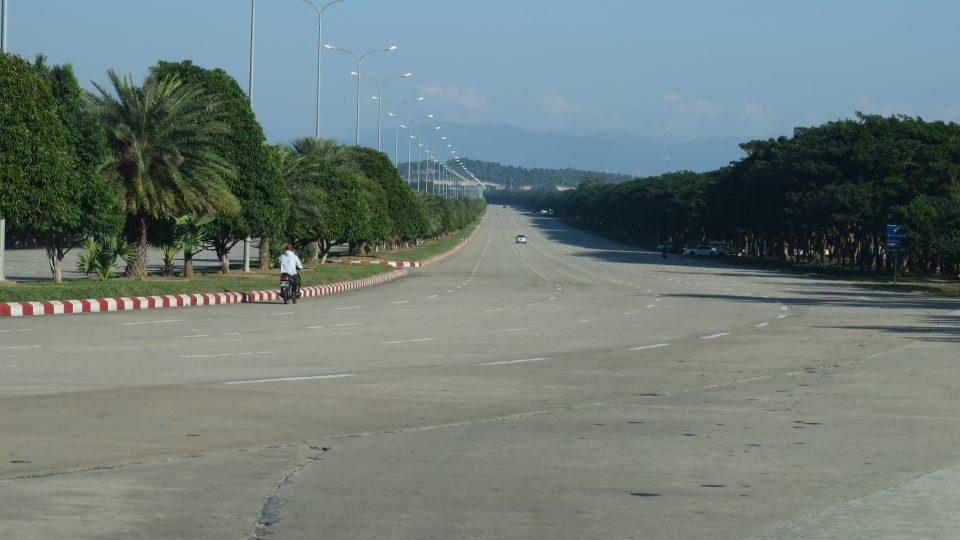 Předimenzovaná silnice v novém hlavním městě Naypyitaw