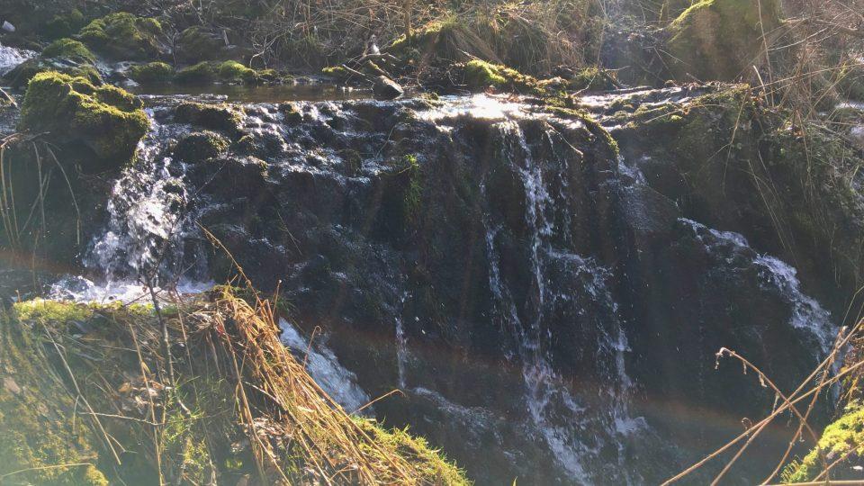 Hra světla na Lučinsko-svatoborských vodopádech