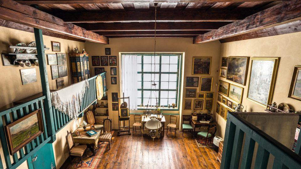 Pohled do ateliéru ze zadního balkonu