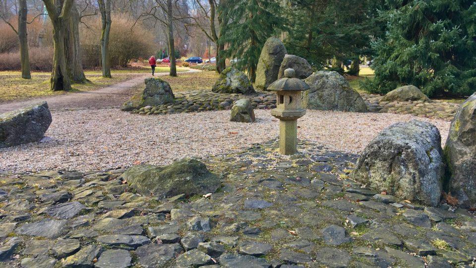 Položené kameny představují vodu