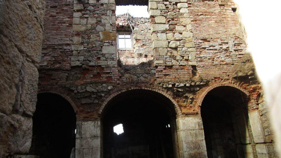 Zvláštností zámku Lipová je, že nebyl nikdy přestavován