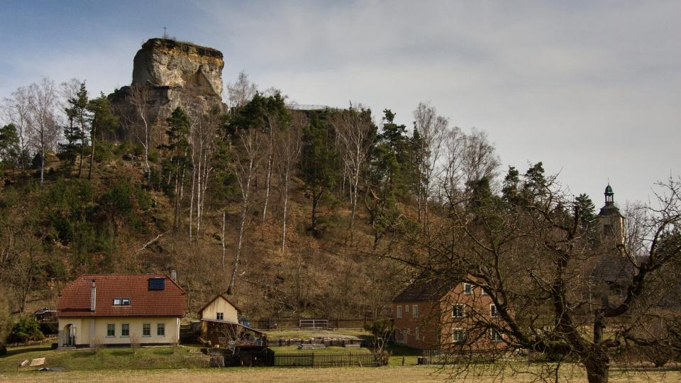 Do dnešních časů se dochovaly vlastně jen dva skalní suky. Odborníci odhadují, že tři čtvrtiny rozlohy původního hradu jsou již pryč