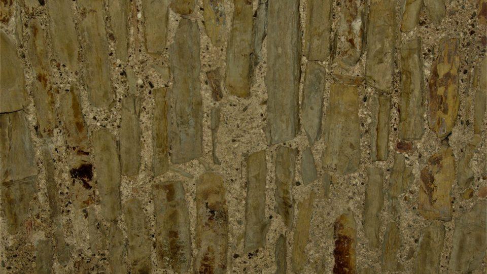 Původní opukové zdivo ve sklepení Zázvorky