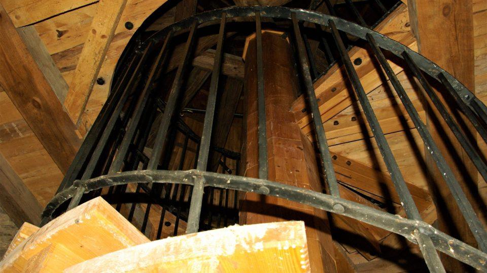 Točité schodiště na půdu Zázvorky