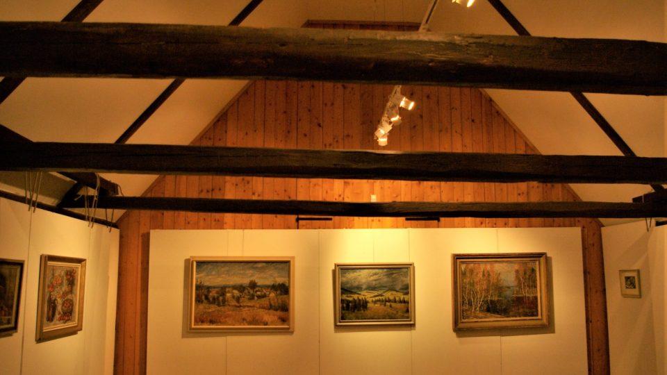 V podkrovních prostorách věže se konají krátkodobé výstavy