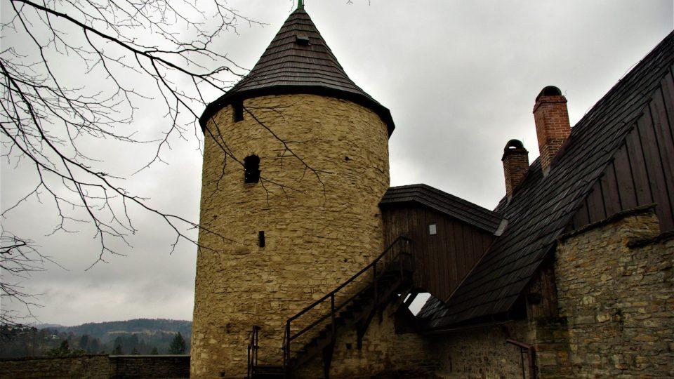 Věž Zázvorka pohledem ze zámeckého valu