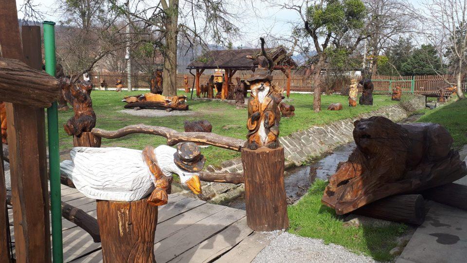 Návštěvníci se mohou pokochat pohledem na více než 70 soch