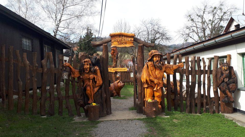 Ráj dřevěných soch na Ostravici